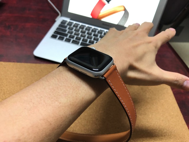 Apple Watchを腕に